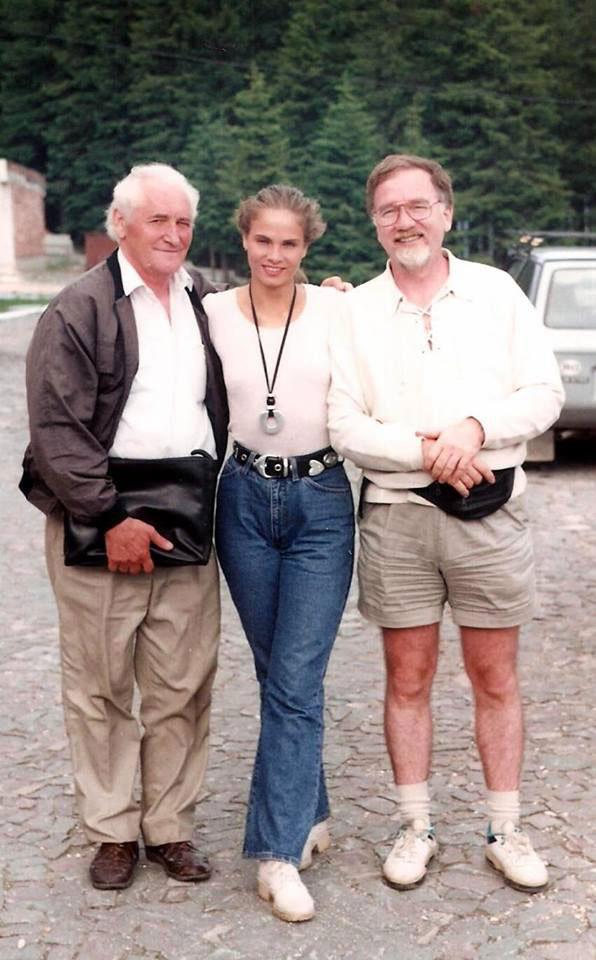 Kányádi Sándor költővel és Vágó Istvánnal, a Mindent vagy semmit! műsorvezetőjével egy több mint húsz évvel ezelőtti fotón.