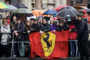 Gyászoló szurkolók Lauda temetésén