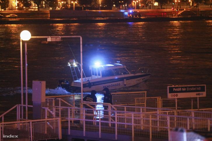 Rendőrségi hajó a Dunán 2019. május 29-én