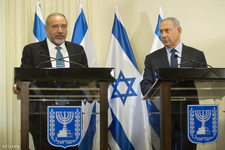Avigdor Liberman korábbi külügyminiszter és Benjámin Netanjahu izraeli miniszterelnök.
