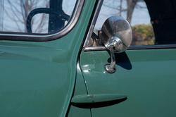 Külső ajtózsanérok és karosszéria-illesztések. Ez utóbbit sokan eltávolítják