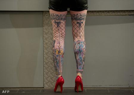 Egy férfi résztvevő a 2012-es frankfurti tetoválás-expón