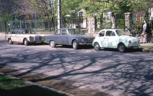Életünk egyik csúcspontja: Kati autója, én autóm, köztük az ünnepi verdánk, a gyári fényezéses, végig magyar Alfa Giulia
