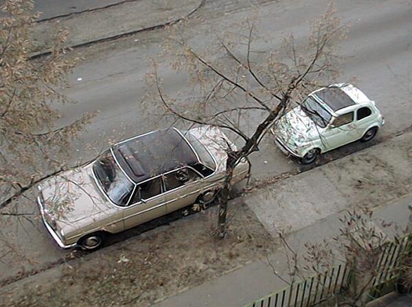Gyarmat utcai lakásunkból az akkori napi autóink