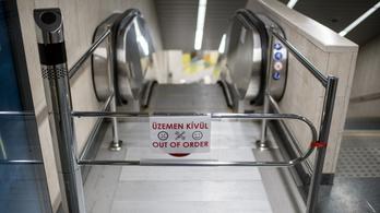 Nem működtek a mozgólépcsők a frissen felújított 3-as metró végállomásán