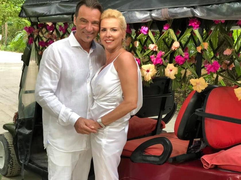 Hajas László és Judit 22 éve alkotnak egy párt, a Maldív-szigeteken tett nyaralásukon újra összeházasodtak.