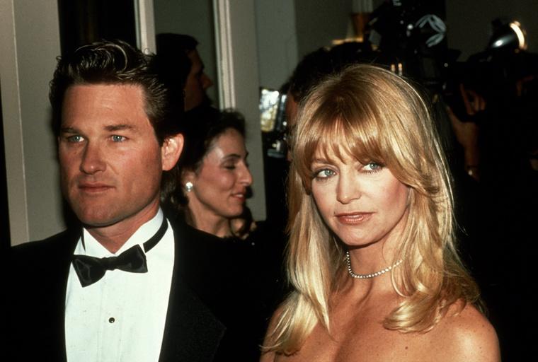 Egy kicsit, pontosabban 29 évvel visszarepülve az időben pedig azt is megmutatjuk, hogyan nézett ki a színésznő                          45 éves korában, Kurt Russell-lel az oldalán