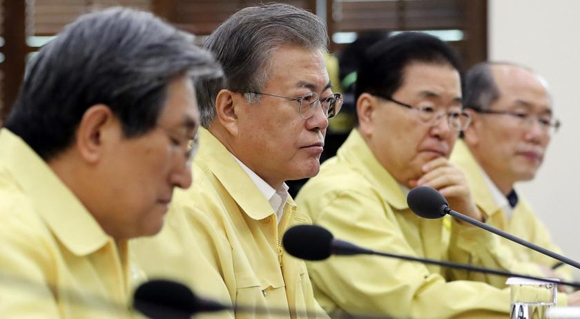 Mun Dzse In dél-koreai államfő válságtanácskozást tart a dunai hajóbalesettel kapcsolatban a szöuli elnöki hivatalban.