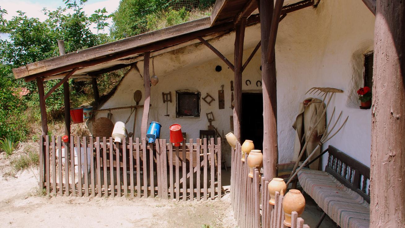 Cserépváralja-barlanglakás