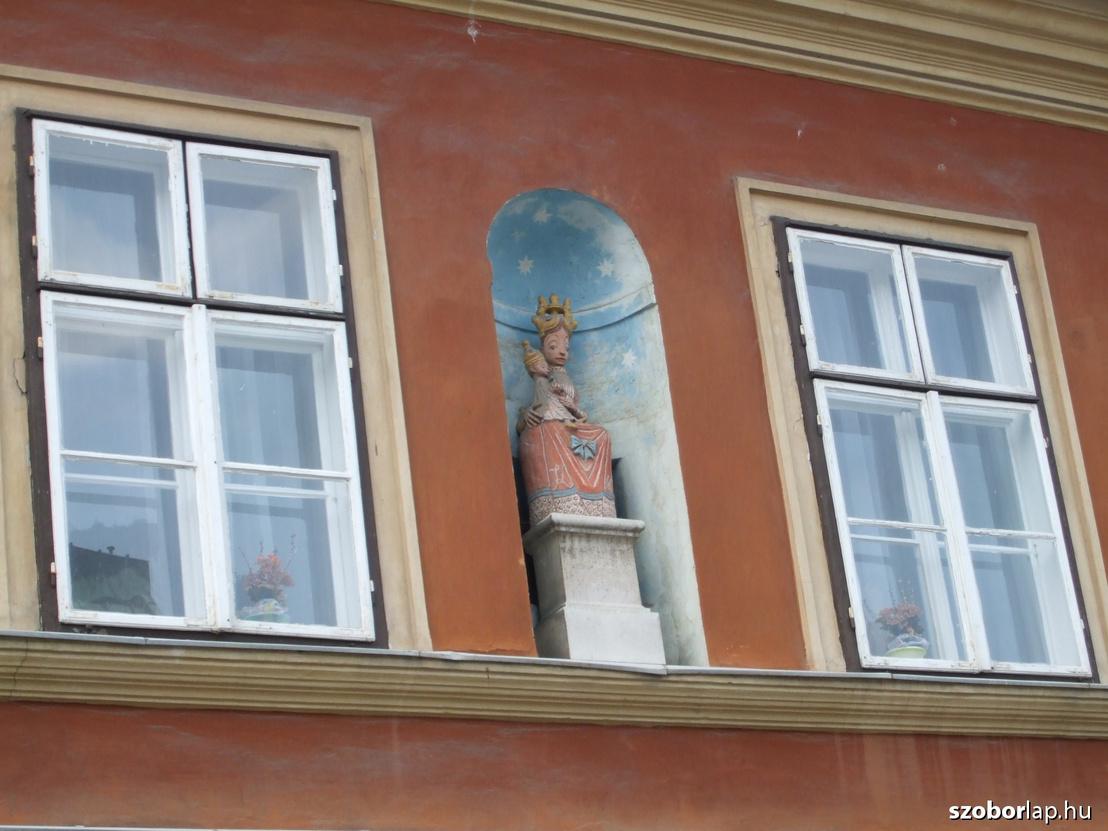 Kovács Margit Madonnája a Tárnok utcában