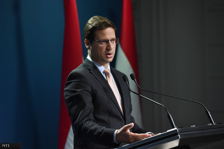 Gulyás Gergely, a Miniszterelnökséget vezető miniszter a 2019. május 30-i kormányinfón sajtótájékoztatón a Miniszterelnöki Kabinetiroda Garibaldi utcai sajtótermében