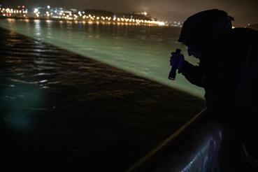 Az Index informátora szerint egy nagy turistahajóval ütközött a Hableány, emiatt borult fel. Információink szerint a baleset úgy történt, hogy a Hableányba a Margit hídnál hátulról belefutott egy szállodahajó, és felborította.