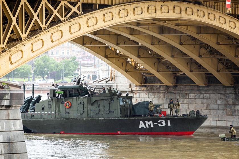 Az MH 1. Honvéd Tűzszerész és Hadihajós Ezred AM-31 Dunaújváros hajója is részt vesz az elsüllyedt Hableány állapotának vizsgálatában.