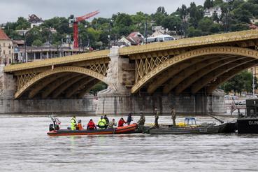 A Duna magas vízállása ellenére a búvárok kísérletet tesznek a merülésre a Margit hídnál, ahol a Hableány sétahajó roncsai vannak