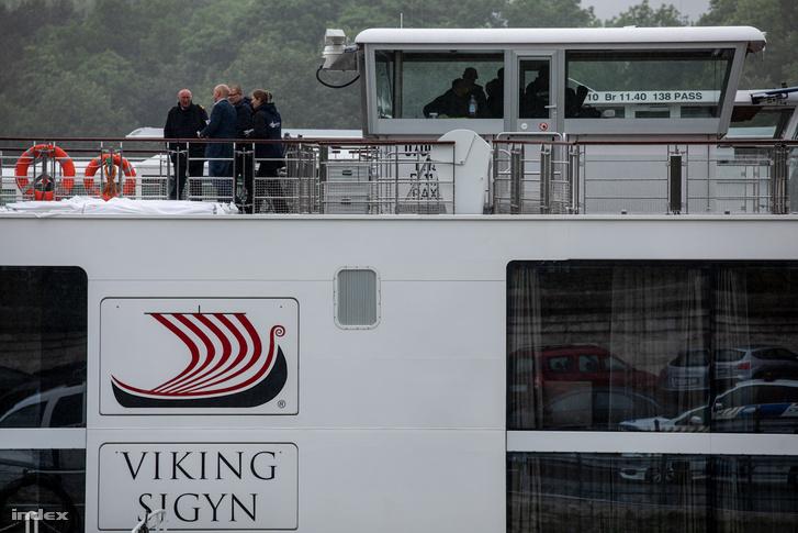 A Viking  Sygin matrózait nem lehetett szóra bírni, ugyanakkor tudtunk beszélni egy idősebb német férfival, aki az Avalon Illumination hajón tartózkodott a baleset idején.