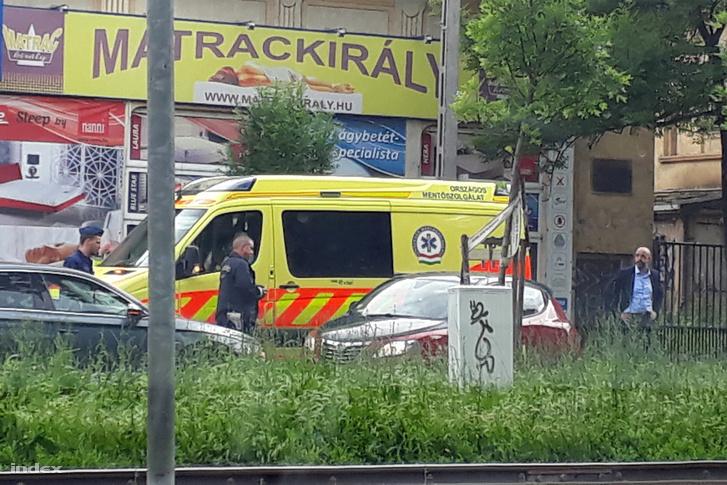 Kovács Zoltán a Hűvösvölgyi út elején, ahol baleseti helyszinelés folyik 2019. május 30-án