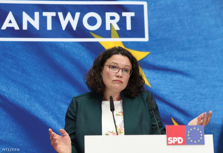 Andrea Nahles a Német Szociáldemokrata Párt (SPD) elnöke és frakcióvezetõje a párt berlini székházában 2019. május 26-án az európai parlamenti választások estéjén.