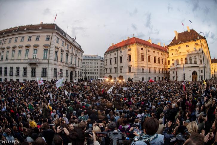 Vengaboys fellépés a bécsi demonstráción 2019. május 30-án