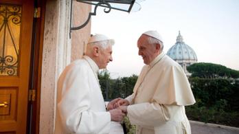 XVI. Benedek migrációs gondolatai miatt támadják Ferenc pápát