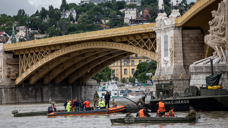 Boat crash on the Danube: Search for 21 missing continues, wreckage inaccessible