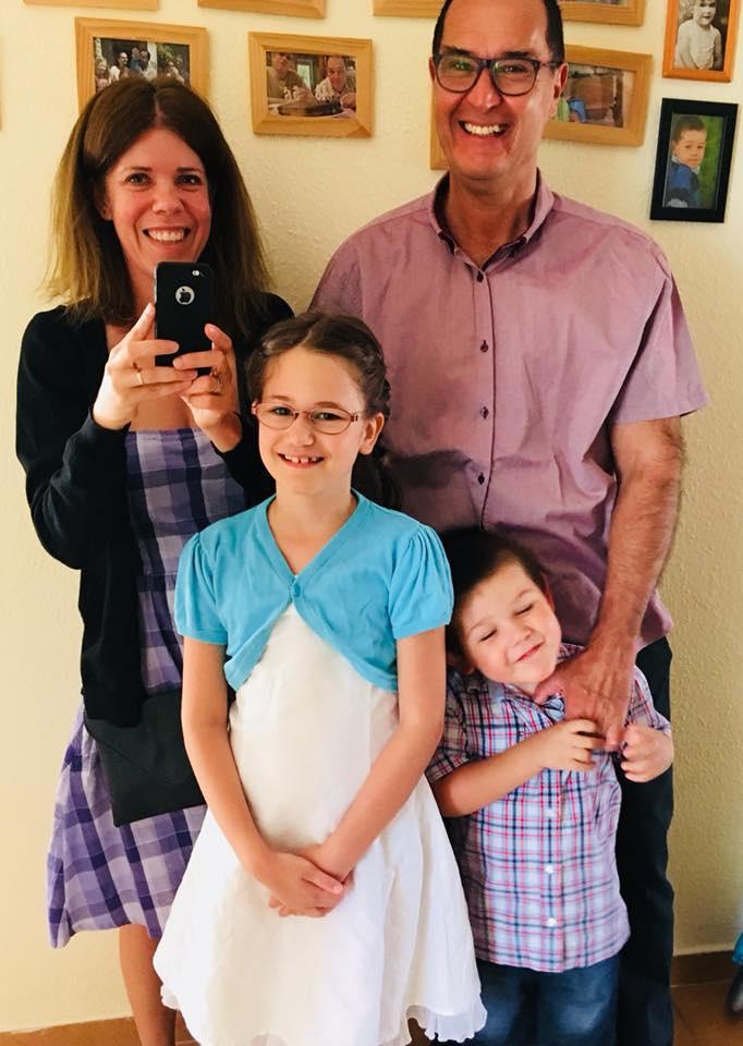 Kerekes József feleségével, Petrával és két közös gyermekükkel, Lucával és Ábellel.