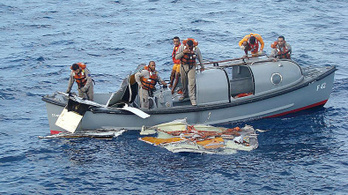 A kapitány elment pihenni, negyedóra múlva mindenki halott volt