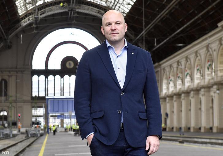 Homolya Róbert, a MÁV Zrt. elnök-vezérigazgatója a kéthetes karbantartás alatt álló Keleti pályaudvaron 2019. május 24-én. A hétvégén befejeződnek a munkálatok, május 27-én újraindulhat a menetrend szerinti vonatközlekedés.
