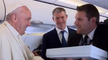 Ferenc pápa örült a magyar fociválogatott által dedikált meznek