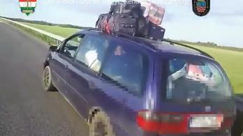 12 ember és 20 csomag zsúfolódott be egy autóba
