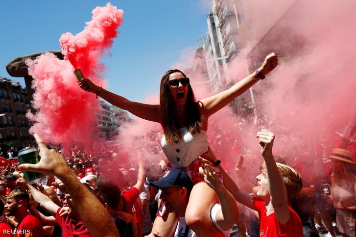 Liverpool-szurkolók Madridban