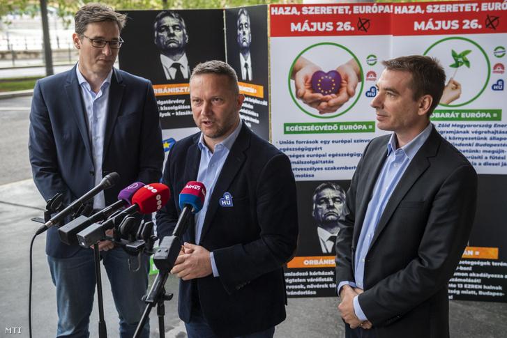 Ujhelyi István beszél a az Ezrek életét veszélyezteti a kormány évente - egyre rosszabb a levegõ Budapesten címmel tartott sajtótájékoztatón 2019. május 15-én.