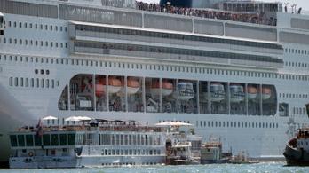 Turistahajónak ütközött egy tengerjáró Velencében