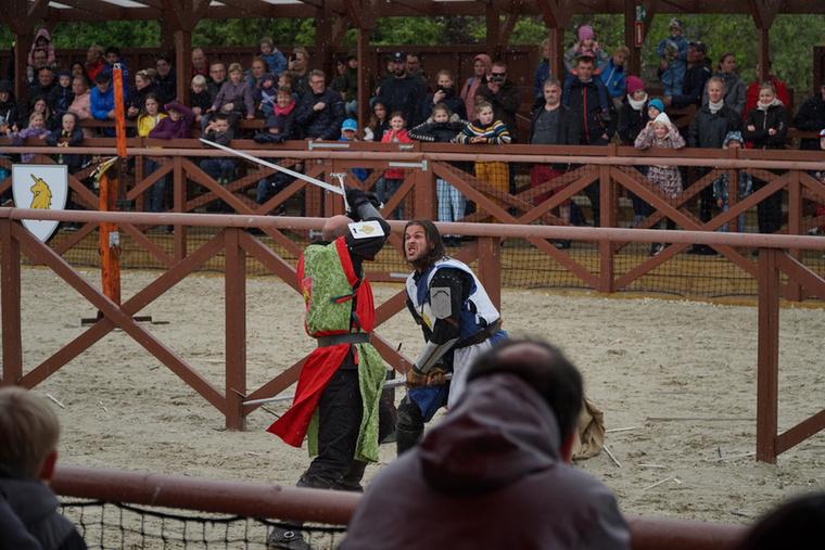 Egy új, látványos program a Legolandben a középkori lovagi torna, amit naponta 3-4 alkalommal rendeznek meg