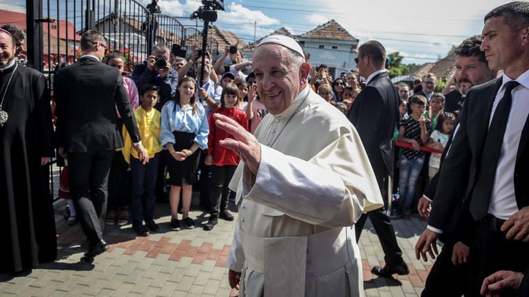 Ferenc pápa bocsánatot kért a cigányoktól Erdélyben