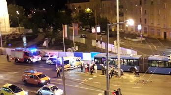 Busz és autó ütközött a Lehel térnél