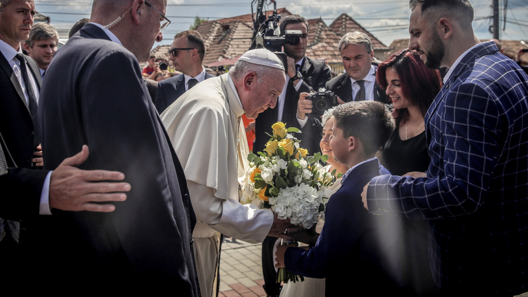 Ferenc pápa balázsfalvi cigányokkal találkozott
