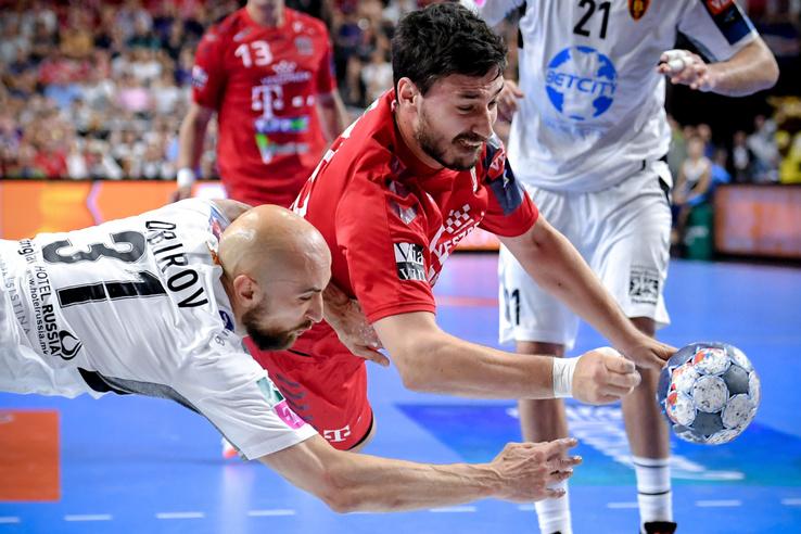 Lékai Máté a Telekom Veszprém és Timur Dibirov a Vardar Szkopje játékosa (b)