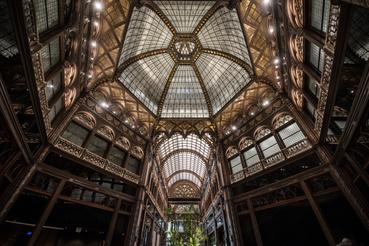 A hagyományosabb technikával készült, központi kupola
