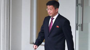 Nem végezte ki Kim Dzsongun a tanácsadót, sőt magával vitte a bálba