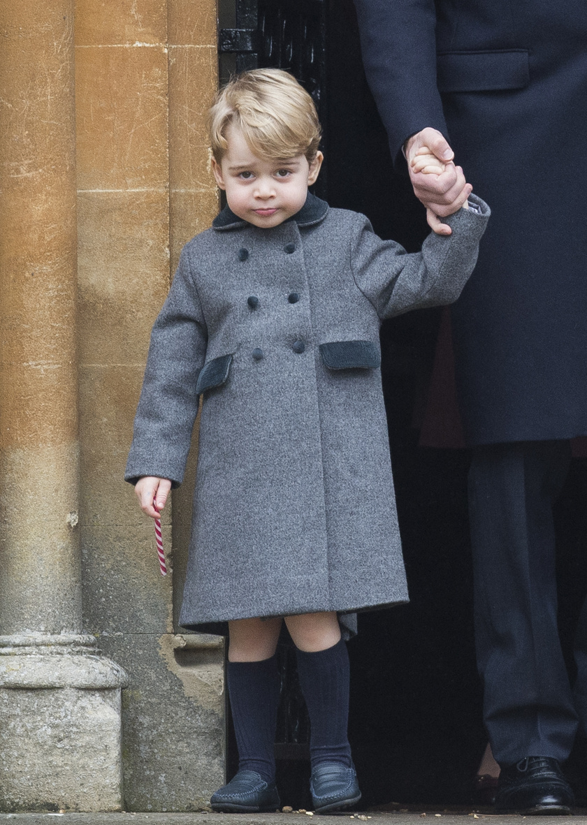 György herceg nagyon segítőkész kisfiú.