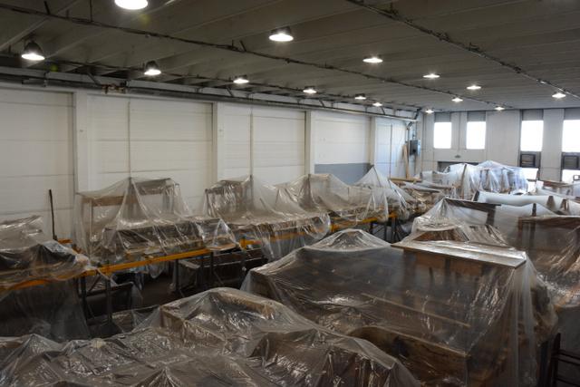 Törökbálinti raktárbázis, nagyméretű tárgyak várnak a költözésre