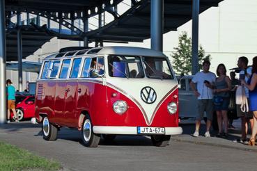 Az ős-VW buszokban még mindig benne van a buli