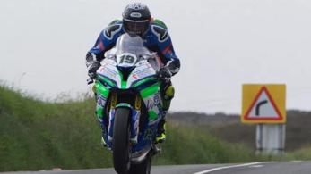 Az első versenynapon meghalt egy motoros a világ leghalálosabb versenyén