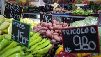 Zöldség- és gyümölcskereskedőknél razziázik a NAV