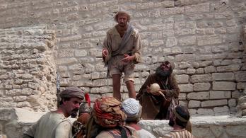 Vallásukról szerettek volna mesélni neki, indulatba jött és megverte a hittérítőket