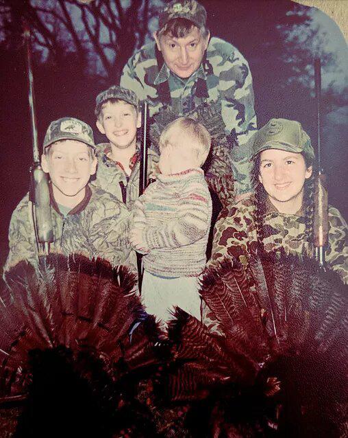 Rebekah gyerekkora óta megszállott vadász, ami nem csoda, figyelembe véve, hogy édesapjának is ez volt a foglalkozása