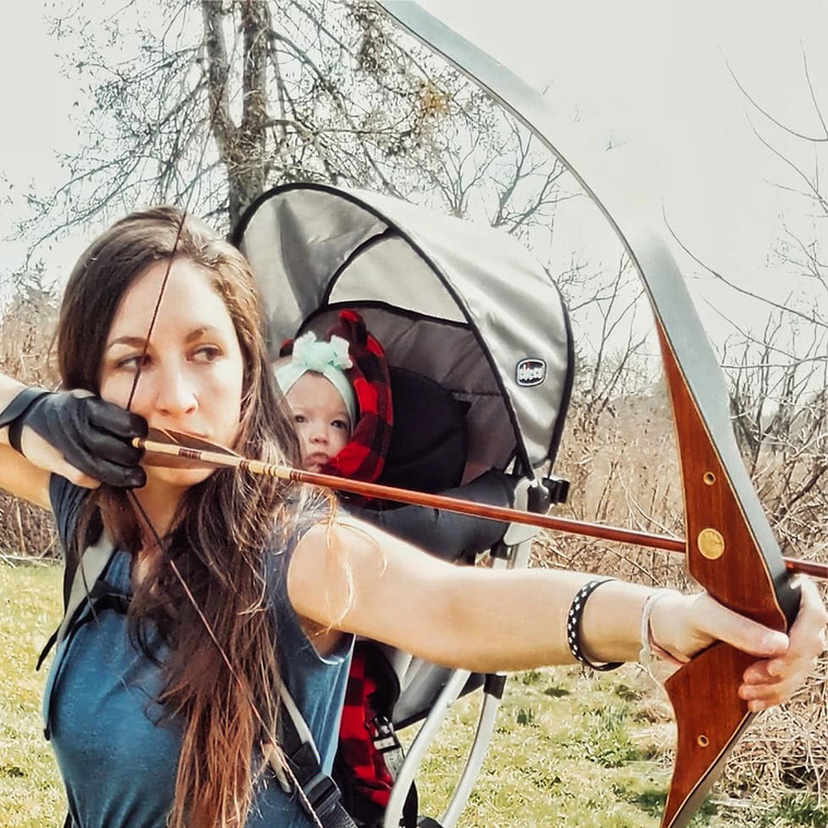Megkérjükvegán olvasóinkat, hogy inkább ne is lapozzanak tovább, ugyanis egy olyan különleges anyuka történetét mutatjuk be, aki a kislányával jár vadászni