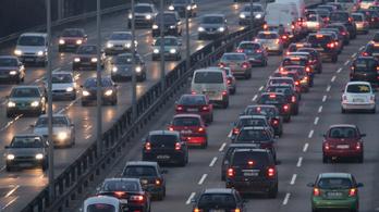 A nagy autó akkor is durván szennyez, ha környezetkímélőbb a motorja