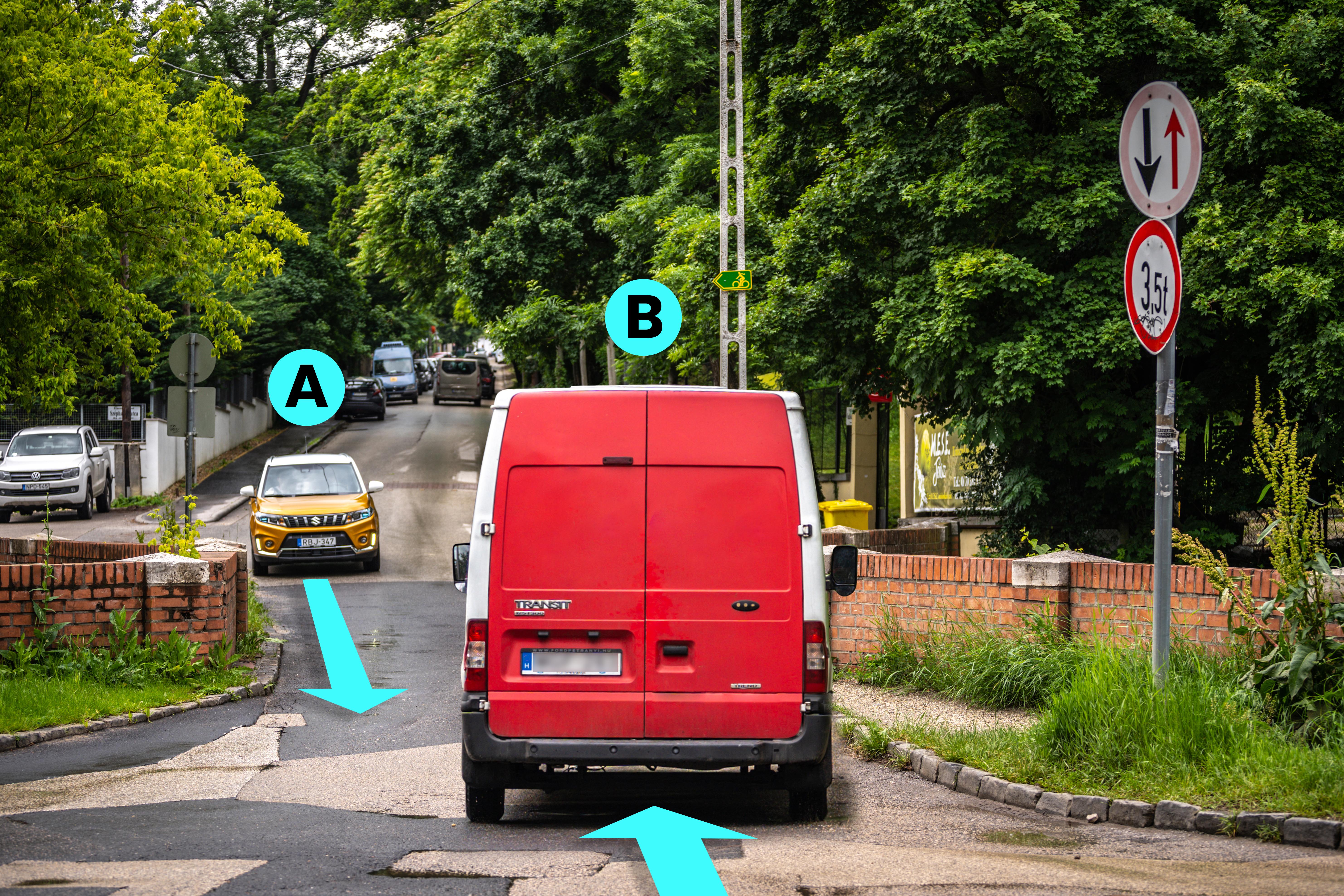 Az útszűkületben szembetalálkozó személygépkocsik közül kinek van elsőbbsége?