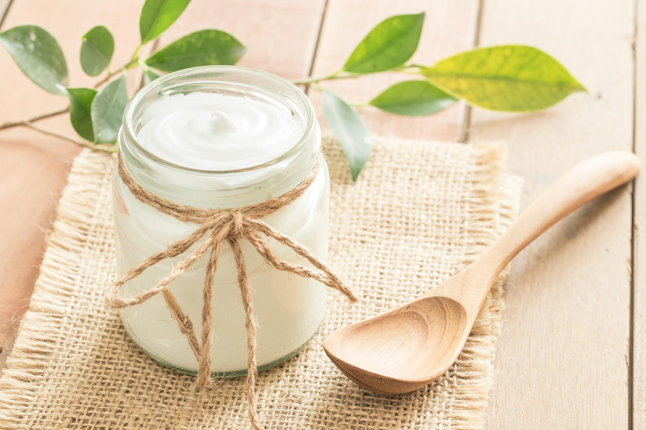 A joghurt az egyik legjobb probiotikumforrás, melyet tejsavbaktériummal és bifidobaktériummalfermentálnak. Fogyasztásának számos pozitív hatása van, például jót tesz a csontoknak, és a magas vérnyomással küzdőknek is ajánlott.